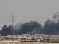 الوطن الإماراتية: استهداف منشآت أرامكو هدفه ضرب قطاع النفط بالعالم