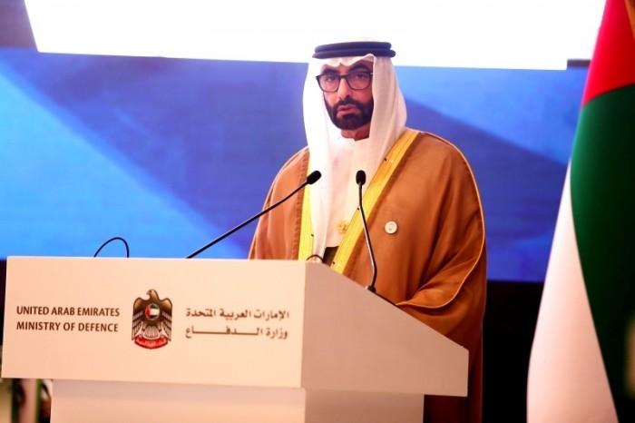 وزير الدفاع الإماراتي يزور جرحى القوات المسلحة بمستشفى زايد العسكري