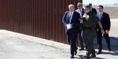 بالصور.. ترامب يتفقد الجدار الحدودي بين أمريكا والمكسيك