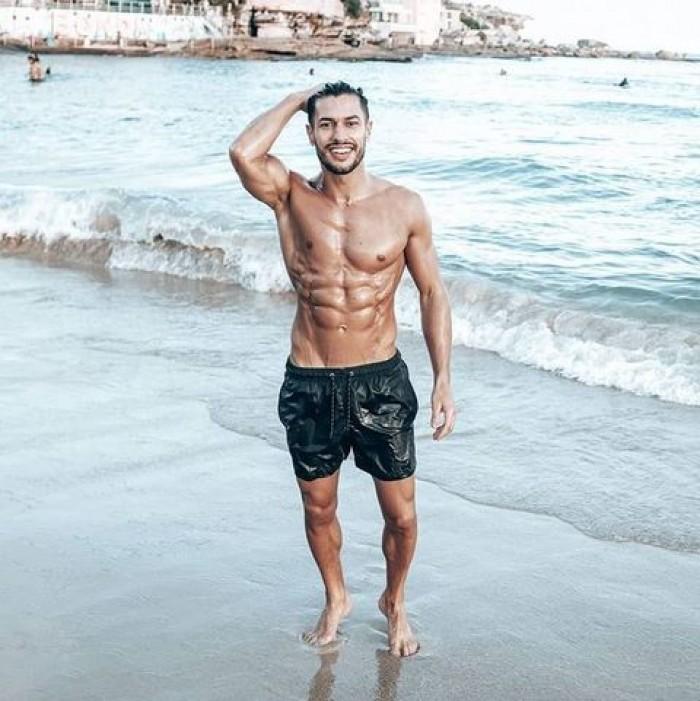 """شاب مغربي يتوّج بلقب """"أجمل رجل في إيطاليا"""""""