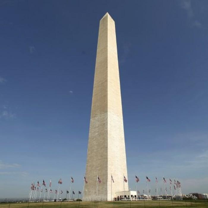 الولايات المتحدة تفتتح نصب واشنطن التذكاري بعد إغلاقه 3 أعوام
