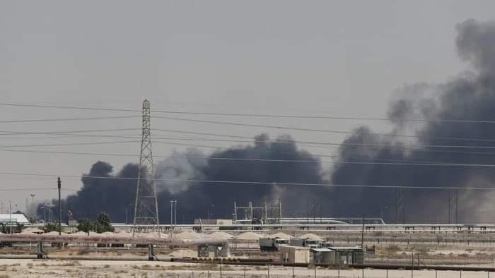 هجوم أرامكو يكشف.. الحوثي غطاء مهلهل للإرهاب الإيراني (ملف)