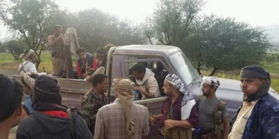 عصابة إخوانية تعتدي على ضابط وتسرق سيارته في الشمايتين بتعز