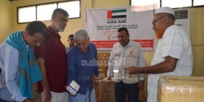 هلال الإمارات يقدم شحنة أدوية إلى مستشفيات لحج (صور)