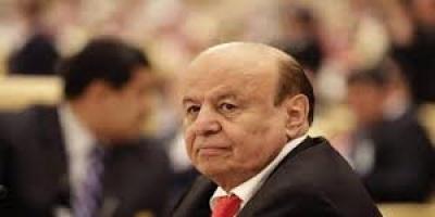 كاتب سعودي يُعلنها صريحة: هادي أصابه الزهايمر.. وحان الوقت لإعفائه!