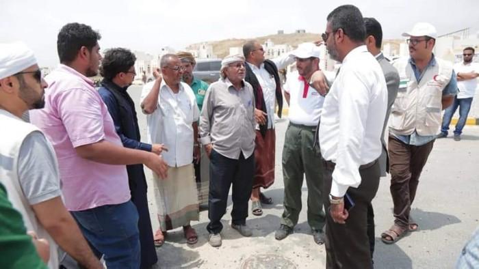 وفد الهلال الإماراتي يتفقد مدينة الشيخ خليفة السكنية بالمكلا (صور)