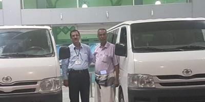 الهلال الإماراتي يدعم مطار عدن الدولي بباصات نقل للمسافرين