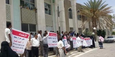 لمدة 48 ساعة.. موظفو مستشفى الثورة بتعز يضربون عن العمل