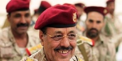 """""""مسهور"""" ينشر استفتاء لنشر فضيحة هروب """"الأحمر"""" بالعباءة من صنعاء"""