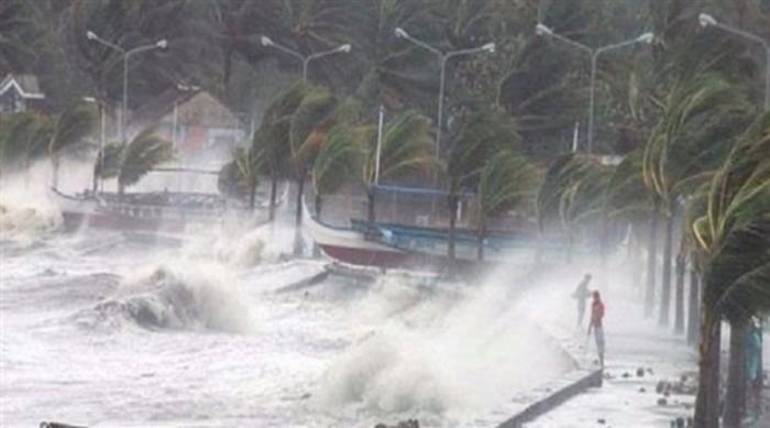 إعصار قوي يضرب جزر أوكيناوا في جنوب اليابان