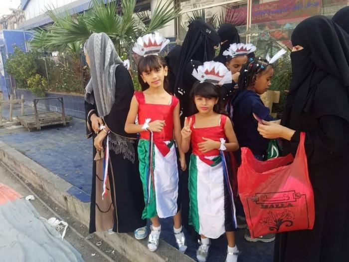 الجماهير الحضرمية تحتشد في ساحة النقابات بمدينة المكلا (فيديو وصور)