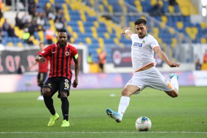 ألانيا سبور يحافظ على صدارة الدوري التركي