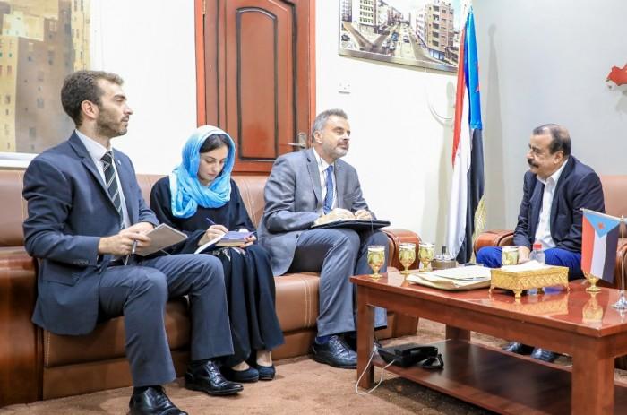 اجتماع هام بين بن بريك و رئيس اللجنة الدولية للصليب الأحمر بعدن