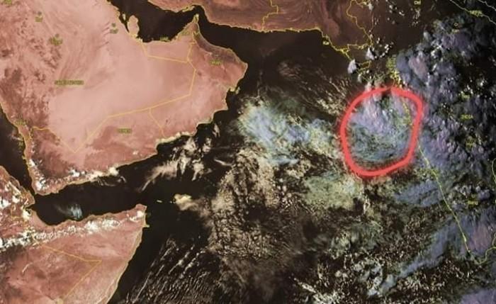 توقعات بتطور المنخفض ببحر العرب إلى عاصفة مدارية خلال الساعات القادمة