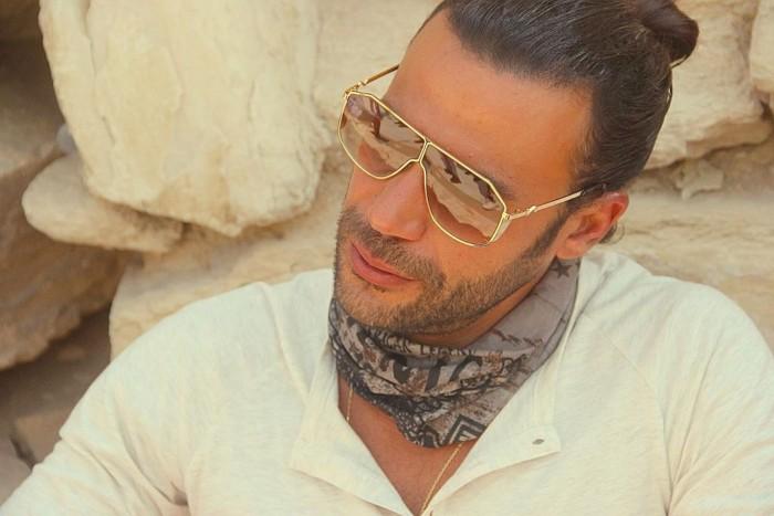 """محمد إمام ينشر صورة جديدة من كواليس """"لص بغداد"""" في البحر الأحمر"""