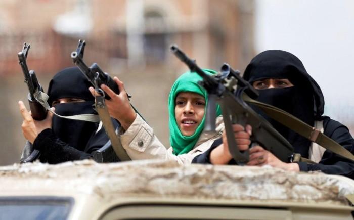 """داعش يُحرك الحوثي.. """"لباس الطالبات"""" يفضح الحقيقة المُرة"""