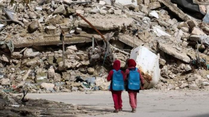 التعليم في زمن الحوثي.. مبانٍ مُدمَّرة وعقولٌ مستهدفة ورواتب متوقفة