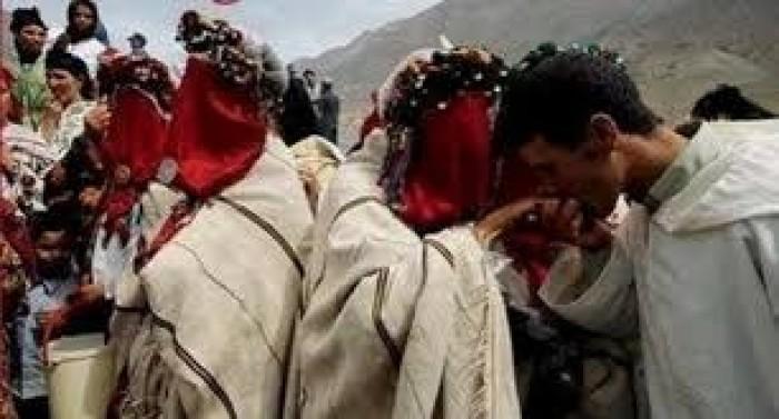 """طقوس زواج جماعية في جبال الأطلس المغربية كل عام بسبب """"روميو وجوليت"""""""