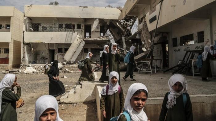 صفعةٌ أشعلت بركان غضب.. مَدرسَة تنقلب على الحوثيين؟ (ما القصة؟)