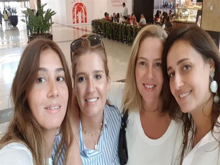 بالفيديو.. حلا شيحة بصحبة شقيقاتها في مهرجان الجونة السينمائي