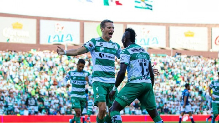 سانتوس لاجونا يتصدر الدوري المكسيكي