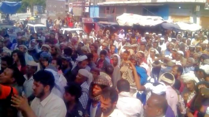 أهالي لودر ينظمون مسيرة ضخمة دعماً للحزام الأمني (صور وفيديو)