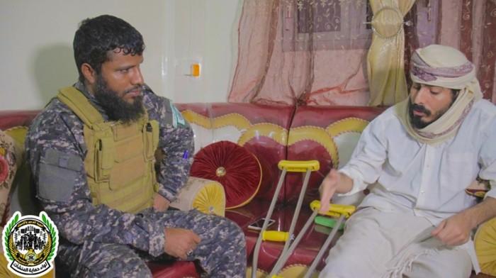 قائد لواء حماية المنشآت يطمئن على جرحى الأحداث الأخيرة