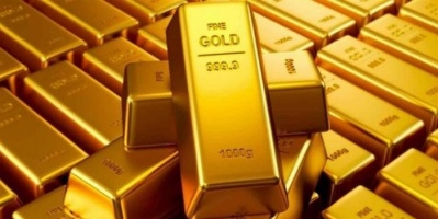 الذهب يتراجع عالمياً للأسبوع الثالث على التوالي بفعل الضغوط السياسية