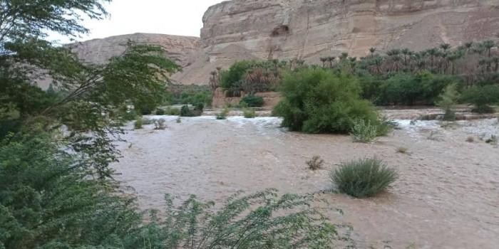 مياه السيول تقطع الطريق الدولي الرابط بين ساحل ووادي حضرموت