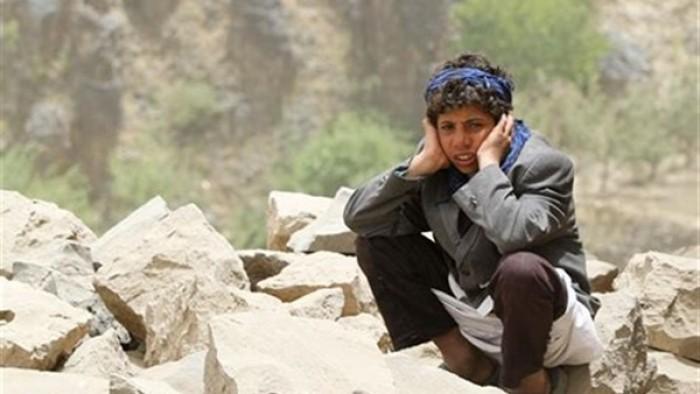 نصفها شرعية ونصفها حوثية.. كيف انتهكت الحكومة والمليشيات حياة اليمنيين؟