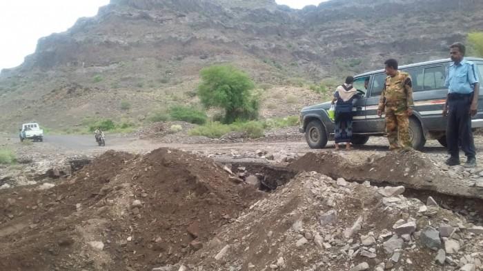 حملة من أمن المسيمير لإزالة مخلفات السيول بلحج