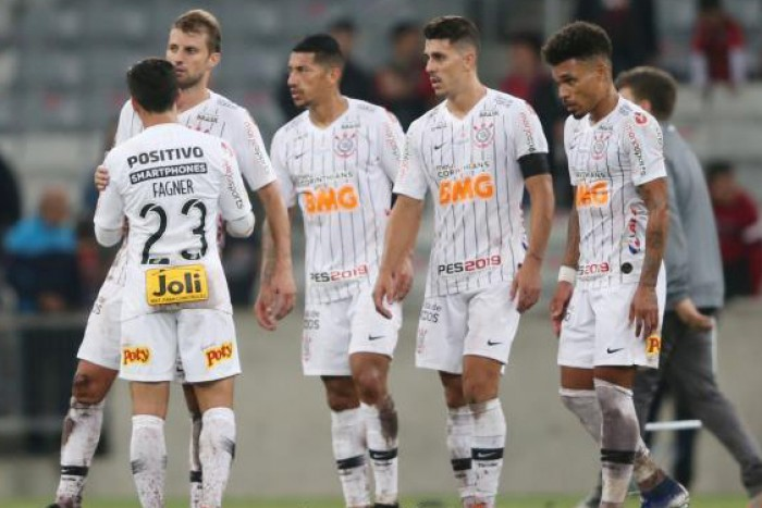 كورينثيانز ينتزع المركز الثالث بصعوبة في الدوري البرازيلي