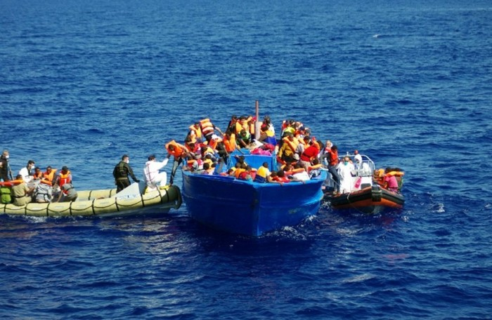 فرار عشرات المهاجرين بعد إنقاذهم قبالة سواحل ليبيا