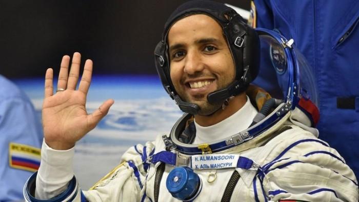 رائد الفضاء الإماراتي هزاع المنصوري ينشر أول صورة له بالفضاء