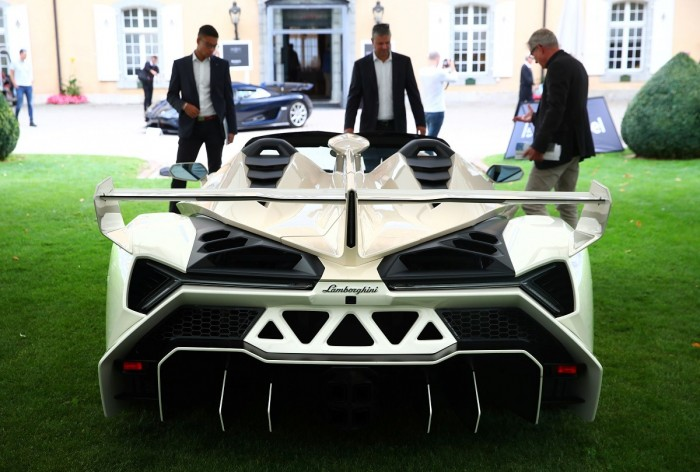 نجل رئيس غينيا يعرض سيارات ثمنها 25 مليون دولار بمزاد في سويسرا