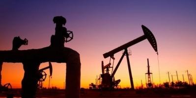 تراجع أسعار النفط متأثرًا بضغوط الحرب الاقتصادية بين أمريكا والصين