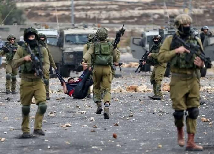 قوات الاحتلال الإسرائيلي تعتقل 3 فلسطينيين من بلدة العيسوية بالقدس