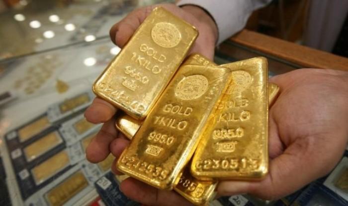 أسعار الذهب تنخفض بفعل التوترات لتسجل هذا الرقم