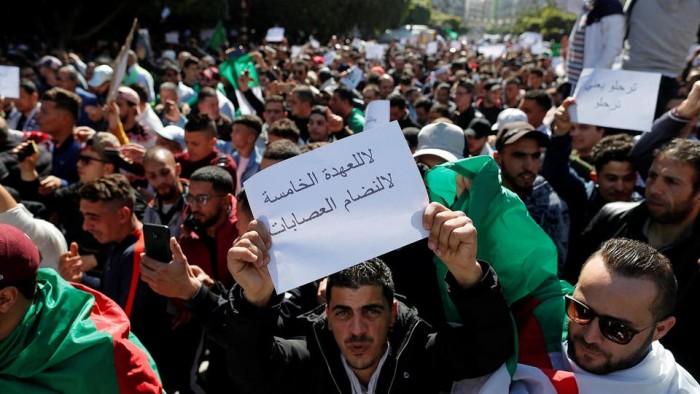 الأمن الجزائري يعتقل برلمانيًا فرنسيًا شارك في مظاهرات طلابية ببجاية