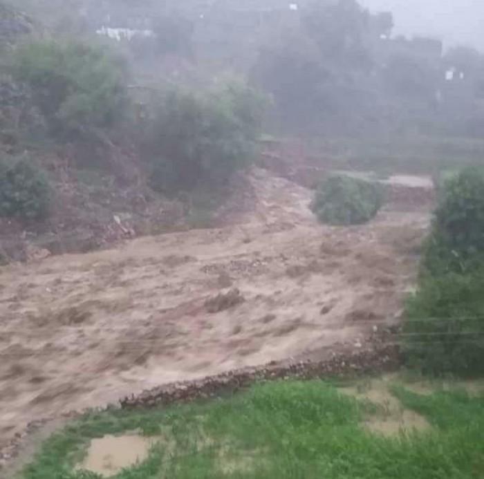 السيول تتسبب في معاناة الأهالي في عدد من مناطق حبيل الحبر بردفان