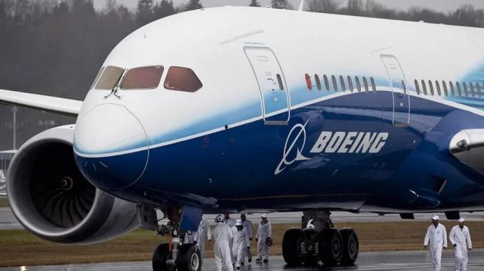 """""""بوينج"""" تتلقى صدمة بسبب شروخ في هيكل 737 إن. جي"""
