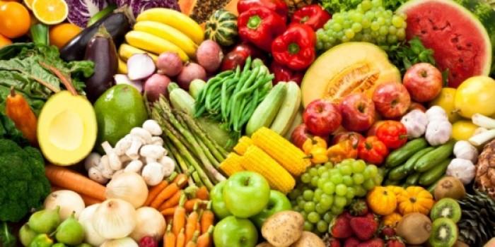 تعرّف عليها.. أسعار الخضراوات والفواكه تشهد استقرارًا في أسواق عدن