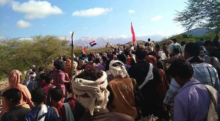 الآلاف يشيعون جثمان الشهيد القميشي بحبان في شبوة (صور وفيديو)