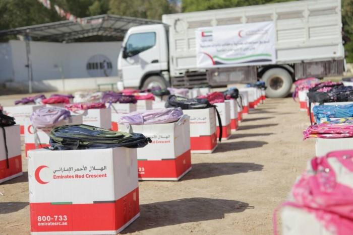 """إنسانية الإمارات وظلامية """"الشرعية"""".. مساعداتٌ أعادت الحياة إلى الأجساد المنهكة"""