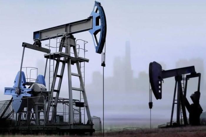 النفط يتكبد أكبر خسارة أسبوعية بفعل التوترات السياسية