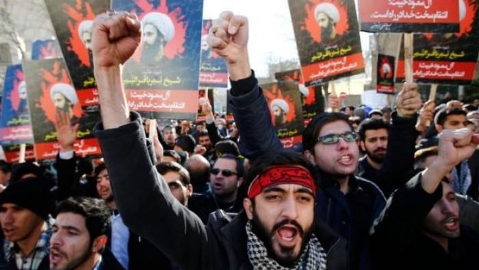 بسبب تفشي الإيدز.. محتجون يحرقون مكتب ممثل خامنئي بمدينة لردغان الإيرانية
