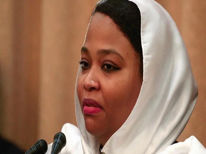 """بلاغ من وزيرة الشباب والرياضة بالسودان ضد داعية اتهمها بـ""""الردة"""""""