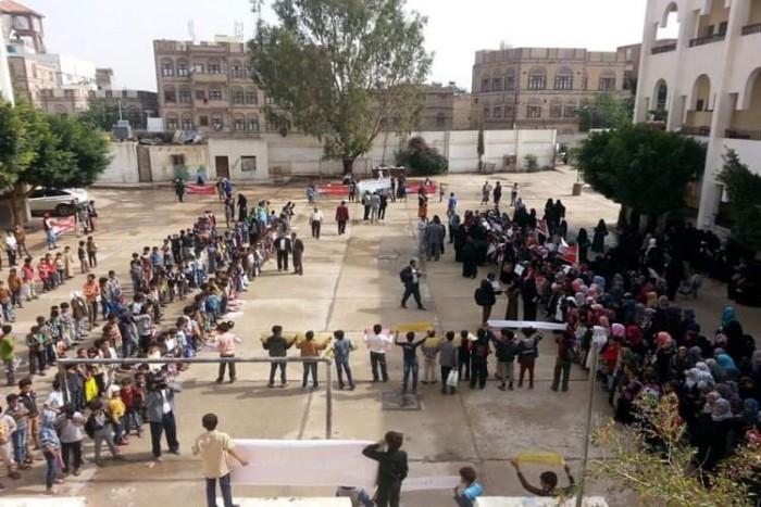 مدارس صنعاء.. ثكنات عسكرية حوثية لتجنيد الأطفال