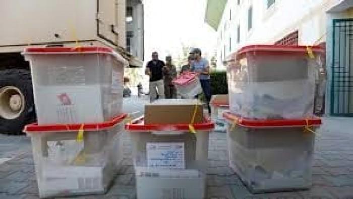 """استطلاع للرأي يظهر تصدر """"النهضة"""" وحزب القروي للانتخابات البرلمانية بتونس"""