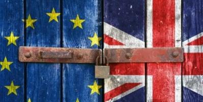 """بريطانيا تستعد للـ""""بريكست"""" بتخزين الأغذية والمشروبات والمعدات"""